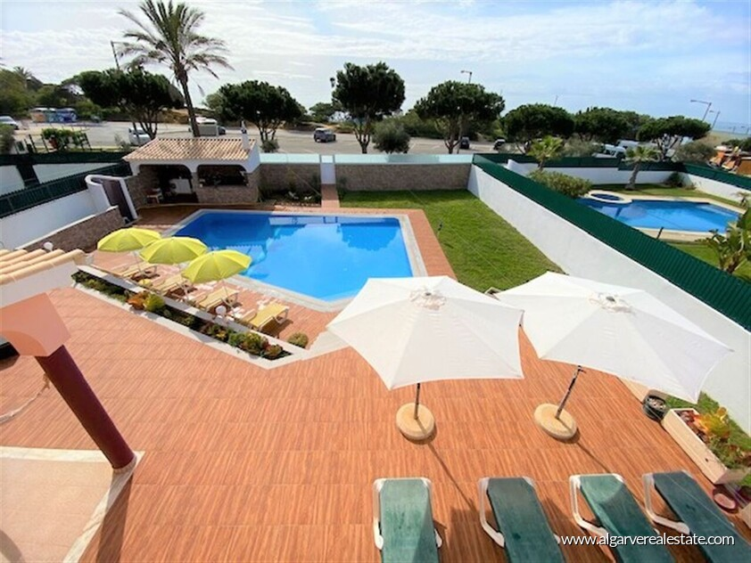 4 bedroom villa on Galé beach with sea view and walking distance from the beach
