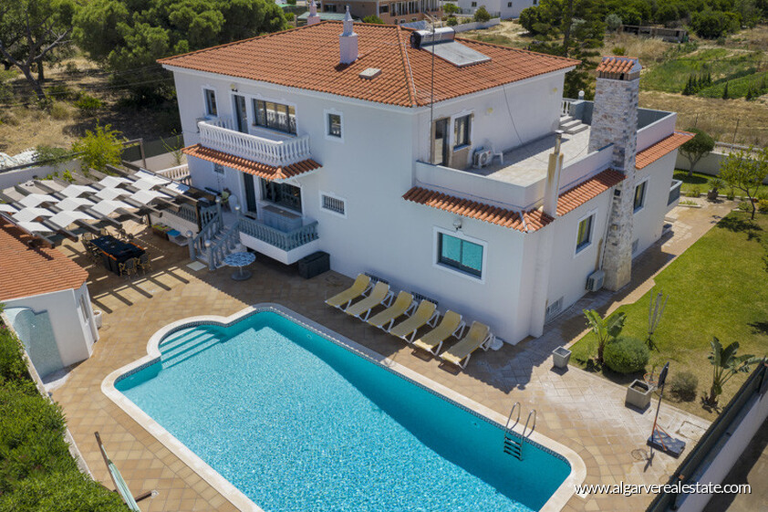 Villa with 7 bedrooms and newly renovated swimming pool