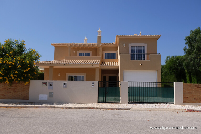 3 bedroom villa with the 300 metres from the beach of Porto de Mós