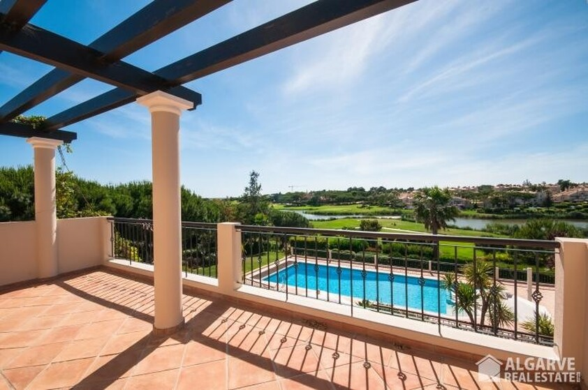 Villa with 4 bedrooms and Office with lake view- Quinta do Lago
