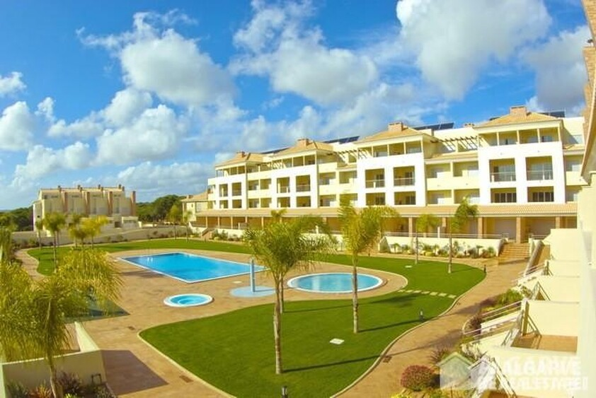 2 bedroom apartment in a gated residential area of Vilamoura
