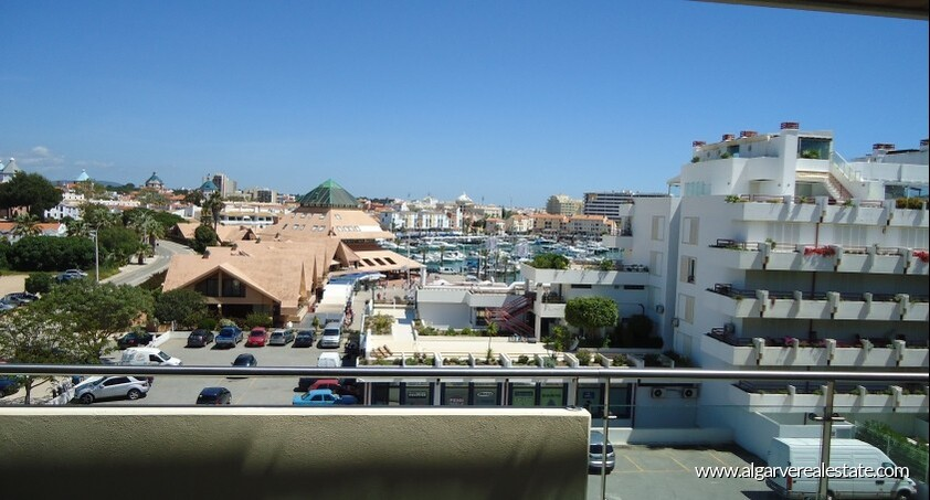 2 bedroom apartment located in condominio Aquamar in Vilamoura Marina