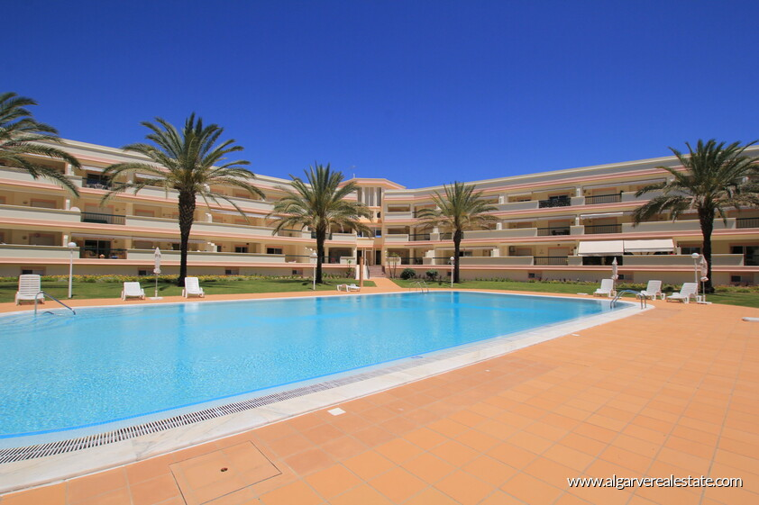 2 bedroom apartment in a gated condominium in Vilamoura