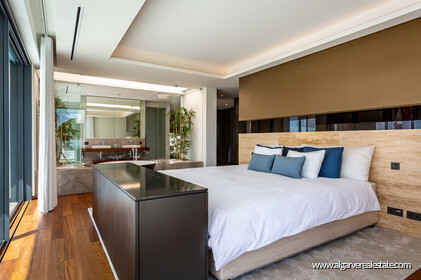 Contemporary four bedroom villa with sea view in Vale do Lobo - 11