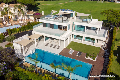 Contemporary four bedroom villa with sea view in Vale do Lobo