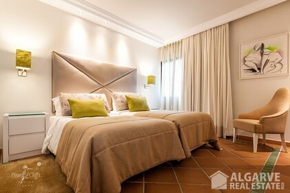 Apartment with 2 bedrooms located in luxury resort • Albufeira - 4605