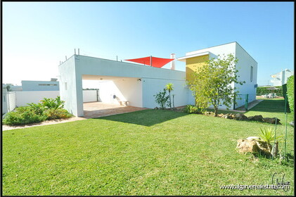 3 bedroom villa with swimming pool within walking distance of the beach in Salgados