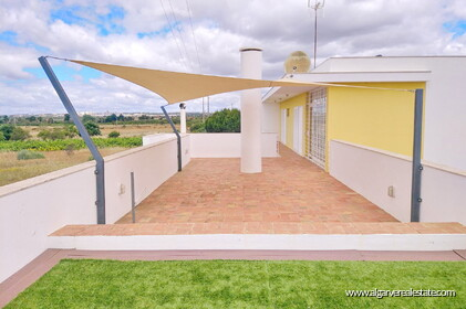 3 bedroom villa with swimming pool within walking distance of the beach in Salgados - 8
