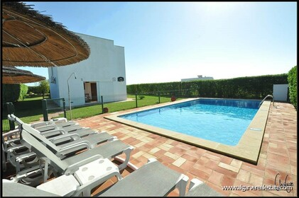 3 bedroom villa with swimming pool within walking distance of the beach in Salgados - 14