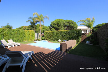 4 bedroom Villa +2 located in Olhos d'agua the distance Beach - 7