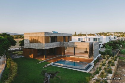 Contemporary villa with golf view in Vilamoura