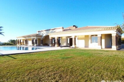 Detached single storey Villa V5 with sea view in Albufeira - 3593