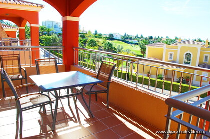 2 bedroom apartment overlooking the Vale da Pinta golf course