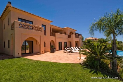 Villa with 4 bedrooms and private pool located in front of the golf - 0