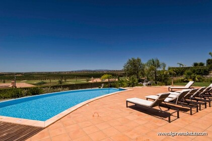 Villa with 4 bedrooms and private pool located in front of the golf - 2