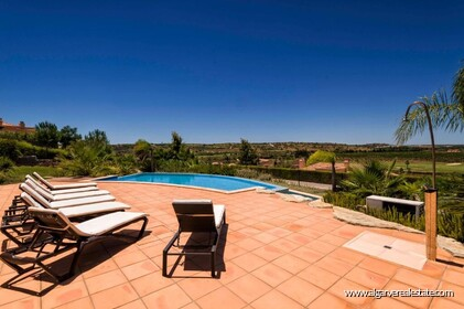 Villa with 4 bedrooms and private pool located in front of the golf - 3