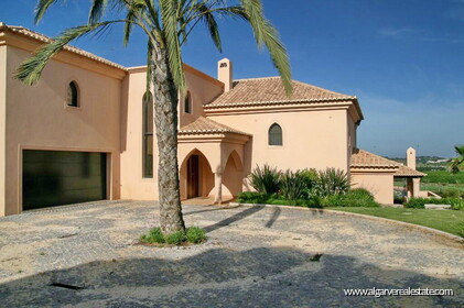 Villa with 5 bedrooms and private pool located in front of the golf - 0