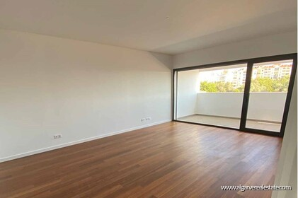 Apartment with 3 bedrooms and large terrace located in Faro - 0