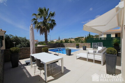 Semi-detached 3 bedroom villa, with excellent finishings and magnificent areas