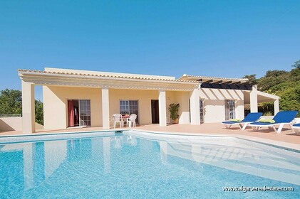 Detached single storey with 3 bedrooms, pool and sea views - 0