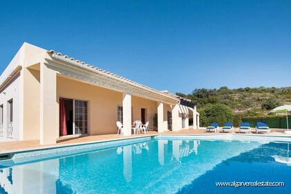 Detached single storey with 3 bedrooms, pool and sea views - 1