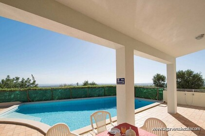 Detached single storey with 3 bedrooms, pool and sea views - 2
