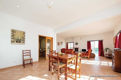 Detached single storey with 3 bedrooms, pool and sea views - 3