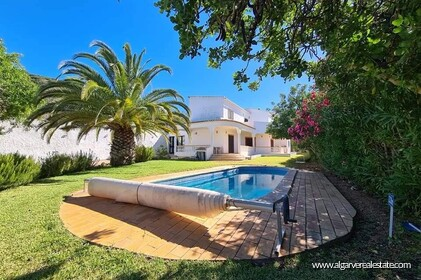 4 bedroom villa with sea and pool view in Santa Barbara de Nexe