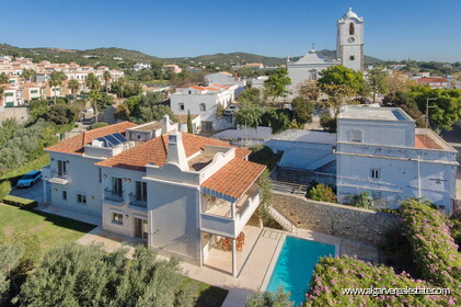 House with 5 bedrooms and swimming pool located in Santa Bárbara de Nexe - 0