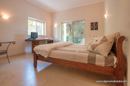 House with 5 bedrooms and swimming pool located in Santa Bárbara de Nexe - 9