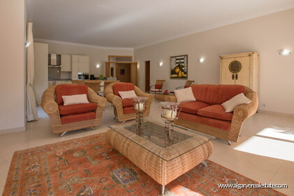 House with 5 bedrooms and swimming pool located in Santa Bárbara de Nexe - 18