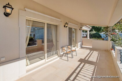 House with 5 bedrooms and swimming pool located in Santa Bárbara de Nexe - 24