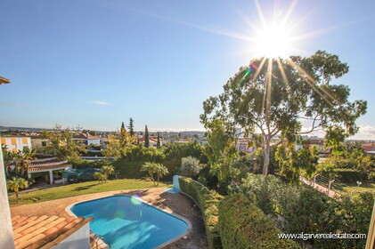 Typical Portuguese villa, 5 bedrooms and swimming pool located near Faro - 11