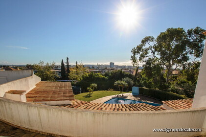 Typical Portuguese villa, 5 bedrooms and swimming pool located near Faro - 23