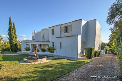 Typical Portuguese villa, 5 bedrooms and swimming pool located near Faro - 36