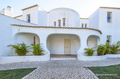 Typical Portuguese villa, 5 bedrooms and swimming pool located near Faro - 37