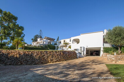 Typical Portuguese villa, 5 bedrooms and swimming pool located near Faro - 38