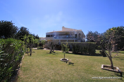 B&B Villa with 7 bedrooms in Santa Bárbara de Nexe - 0