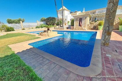 House with 7 bedrooms and swimming pool located in Santa Barbara de Nexe - 0