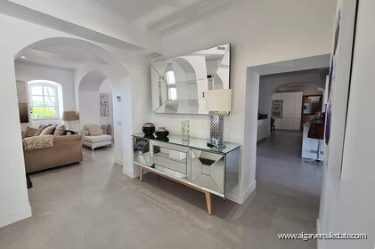 House with 7 bedrooms and swimming pool located in Santa Barbara de Nexe - 2
