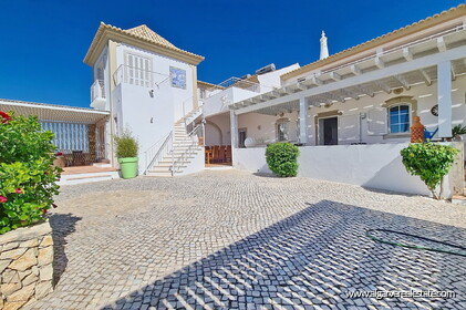 House with 7 bedrooms and swimming pool located in Santa Barbara de Nexe - 17