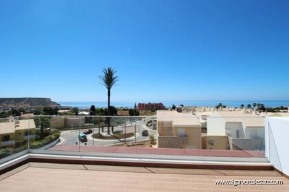 New villa with swimming pool and sea view located in Praia da Luz