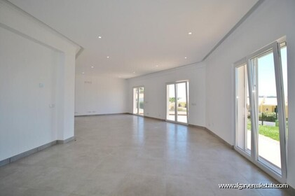 New villa with swimming pool and sea view located in Praia da Luz - 3
