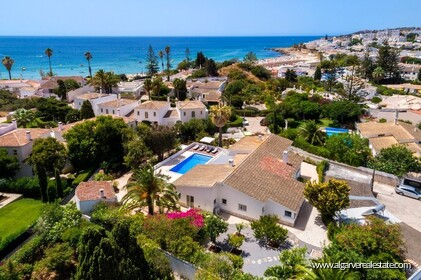 4 bedroom villa for sale in front of Praia da Luz • Algarve - 0