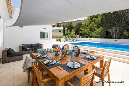 4 bedroom villa for sale in front of Praia da Luz • Algarve - 2