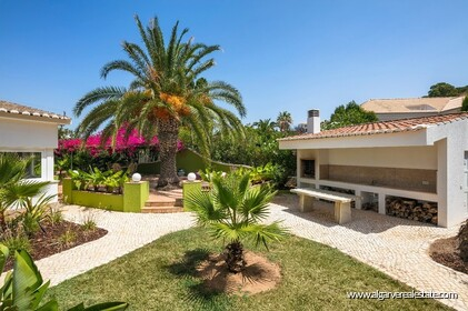 4 bedroom villa for sale in front of Praia da Luz • Algarve - 15