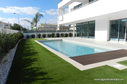Contemporary villas with 4 bedrooms and pool