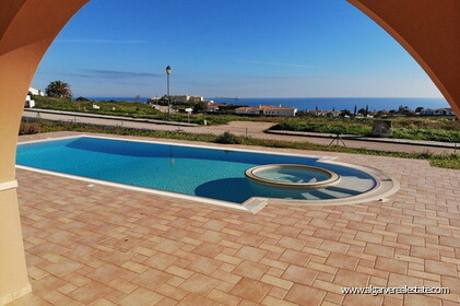 Villa with sea views located at Reserva da Luz - 2
