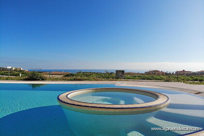 Villa with sea views located at Reserva da Luz - 3
