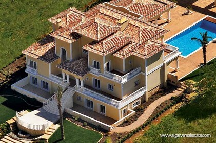 Luxury villa located in Praia da Luz